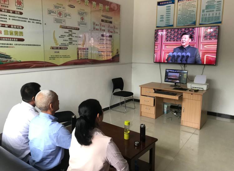 西韩项目组织收看建国70周年庆典.jpg